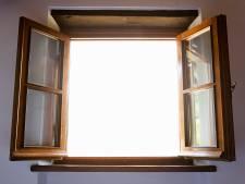 Kind (6) valt uit openstaand raam 6 meter naar beneden