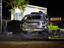 Nieuws gemist? Dit doet brand met (bijna) nieuwe Mercedes in Zwolle. En: wáár crasht die raket??
