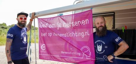 Bebaarde mannen rennen door heel het land en langs de West-Zeeuws-Vlaamse kust