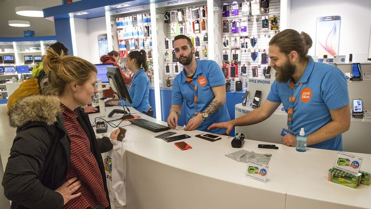 Webshop Coolblue heeft aangekondigd 'fors' te gaan investeren in fysieke winkels Beeld Arie Kievit