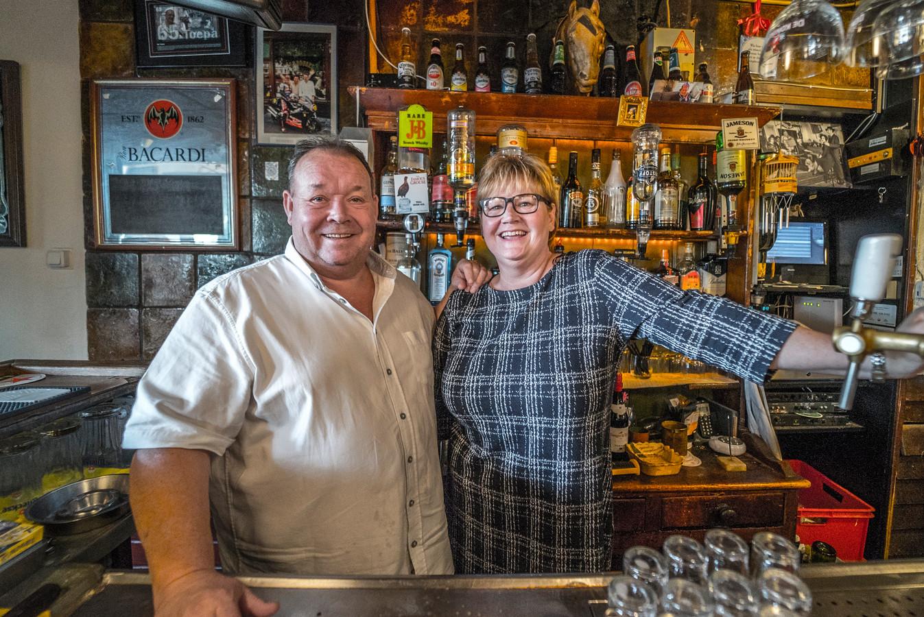 Na 40 jaar stopt eetcafé De Carrousel ermee - Charlotte en Fred