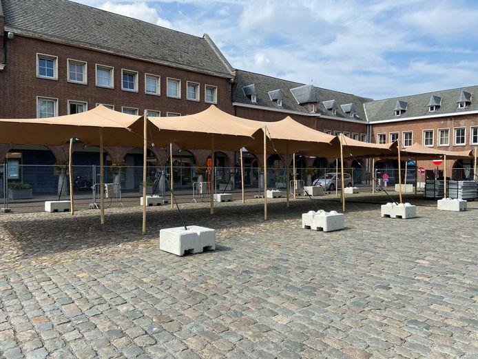 Het culinair dorp op het Marktplein was donderdagmiddag nog in opbouw