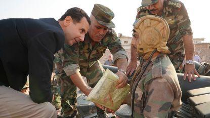 """Syrische president Assad bezoekt onverwachts troepen in Idlib en noemt Erdogan """"een dief"""""""