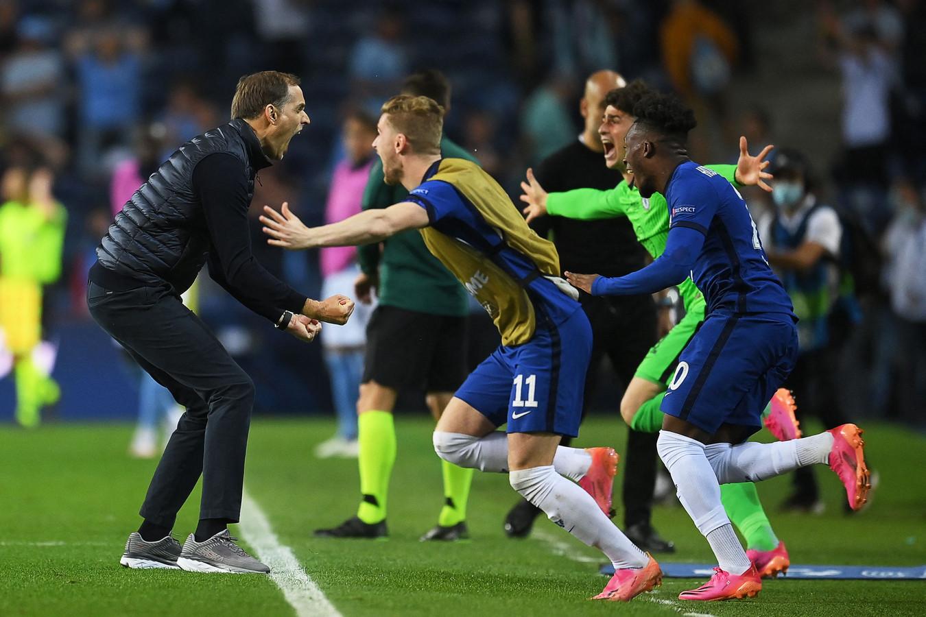 Thomas Tuchel viert feest na het behalen van de Champions League.