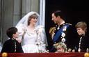Le prince Charles et la princesse Diana au balcon de Buckingham Palace le jour de leur mariage, le 29 juin 1981.