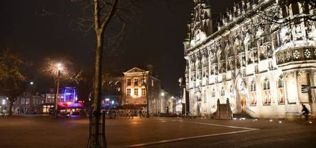 Horecazaak op de Markt in Middelburg overvallen, daders spoorloos