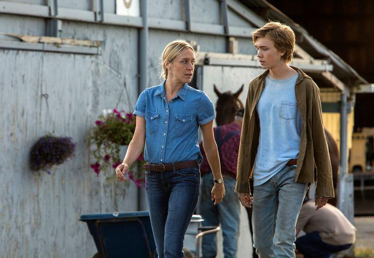 Chloe Sevigny en Charlie Plummer in 'Lean on Pete'. Beeld AP