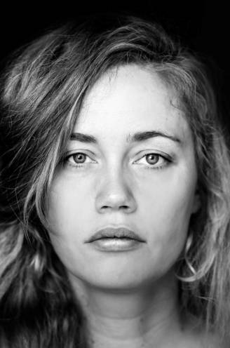 """Naïma Joris (39), de muzikale ontdekking van 'Vive Le Vélo': """"Zingen hielp mij de dood van mijn zus verwerken"""""""