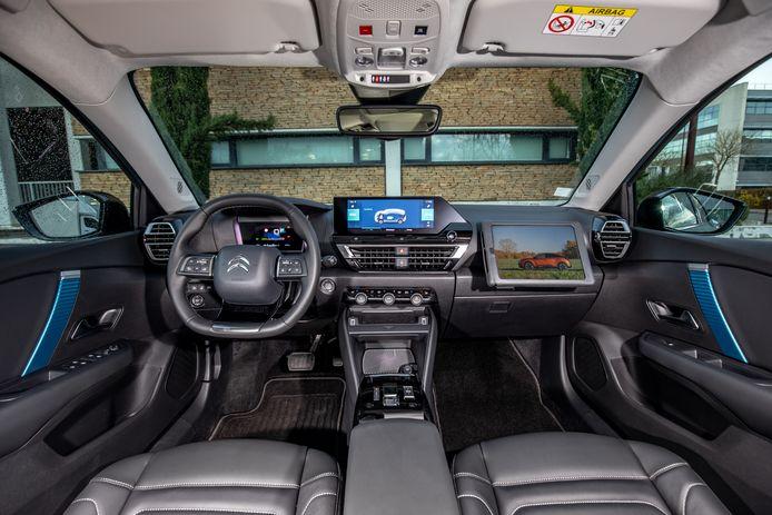 Ook apart: in het dashboard van de C4 zit een ingebouwde tabletstandaard