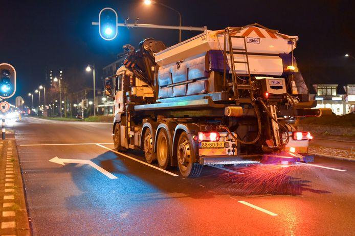 Op meerdere plekken in het land wordt vanochtend door Rijkswaterstaat gestrooid.