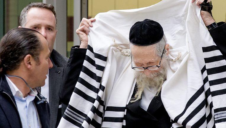 Rechts: Rabijn Eliezer Berland (77) Beeld anp