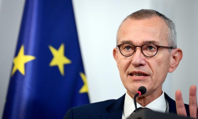 Minister van Volksgezondheid Frank Vandenbroucke (sp.a) licht de nieuwe maatregelen toe. Beeld Photo News