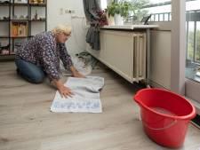 Sophia (60) is ten einde raad door lekkend plafond huurflat: 'Kom ik uit mijn werk, ligt er wéér een plas'