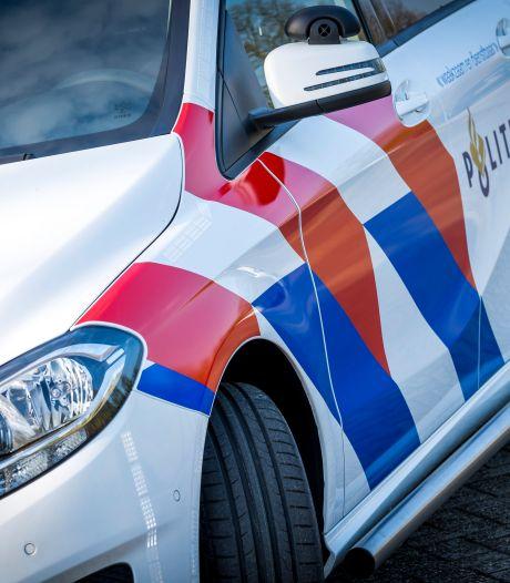 Jongen (12) neemt stiekem auto van zijn ouders mee en slaat over de kop in Drenthe