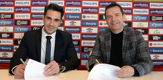 Petros Mylonas van Investous en PSV-directeur Frans Janssen.