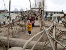 Kinderen leren vallen én opstaan op nieuw schoolplein: 'Is helemaal niet erg'