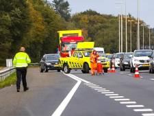 Hoezo afrit afgesloten na ongeluk op de A50? Deze bestuurder probeert het toch