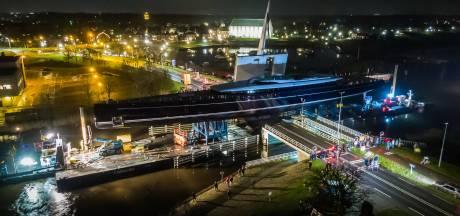 Opnieuw vertraging transport 's werelds grootste aluminium zeilschip. Dat ligt nog steeds bij Vollenhove