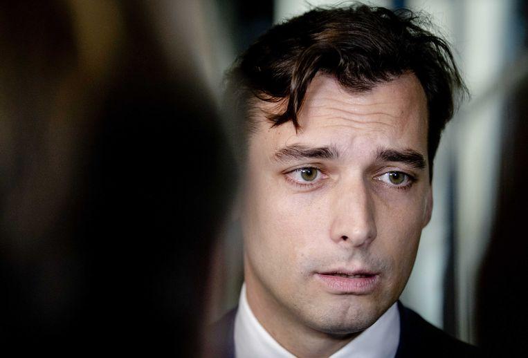 Thierry Baudet (FvD) staat de pers te woord in de Tweede Kamer naar aanleiding van zijn tweet over twee vriendinnen die in de trein ernstig zouden zijn lastiggevallen door vier Marokkanen. Het bleek om vier controleurs van de NS te gaan.  Beeld ANP