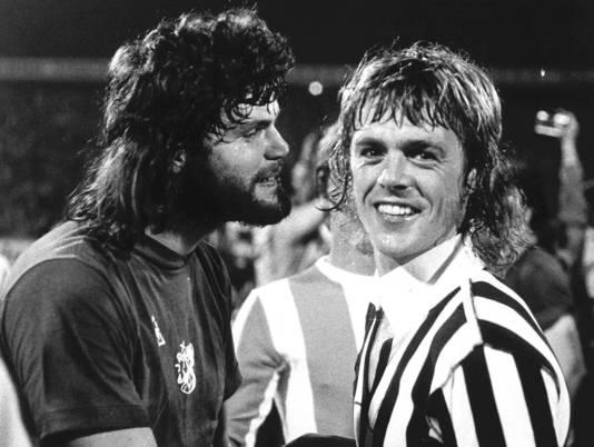 Barry Hulshoff en Johnny Rep in 1973.