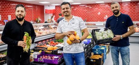 Stormloop op eerste Poolse supermarkt in Enschede: de gebaksvitrine is al helemaal leeg