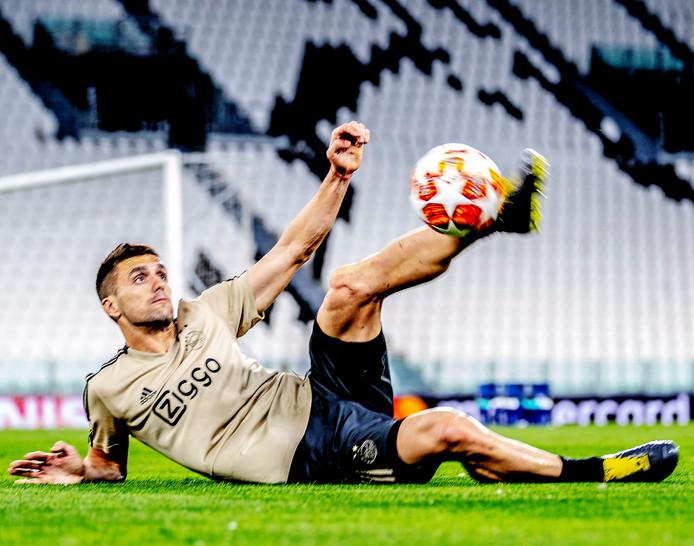 Een fraai hoogstandje van Dusan Tadic op de training.
