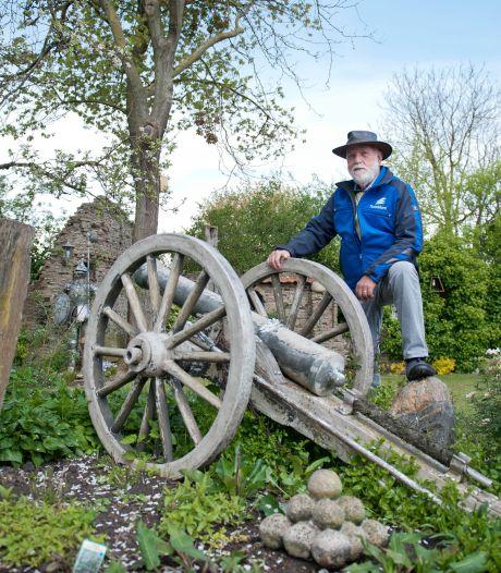 John uit Diepenveen metselt in achtertuin met duizenden stenen zijn eigen luchtkasteel