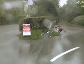 Küng komt (dankzij stootkussen) met schrik vrij na spectaculaire val in Ronde van Romandië
