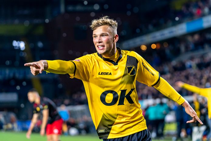 Sydney van Hooijdonk na zijn winnende goal.