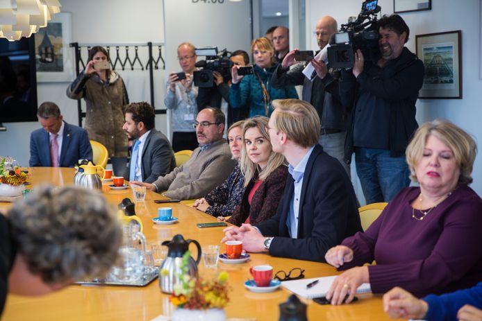 De fractievoorzitters van de Haagse partijen bijeen op het provinciehuis. Foto: Frank Jansen