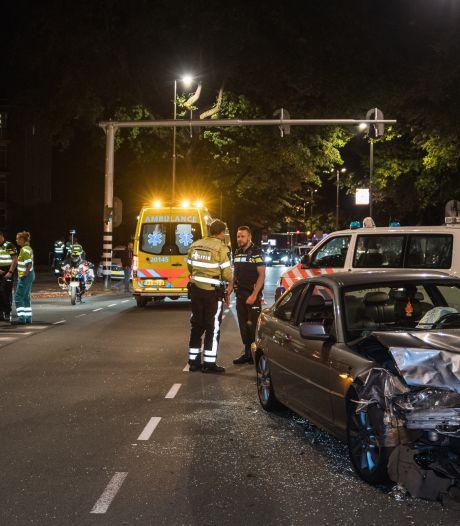 Flinke botsing op Ringbaan West in Tilburg, twee gewonden