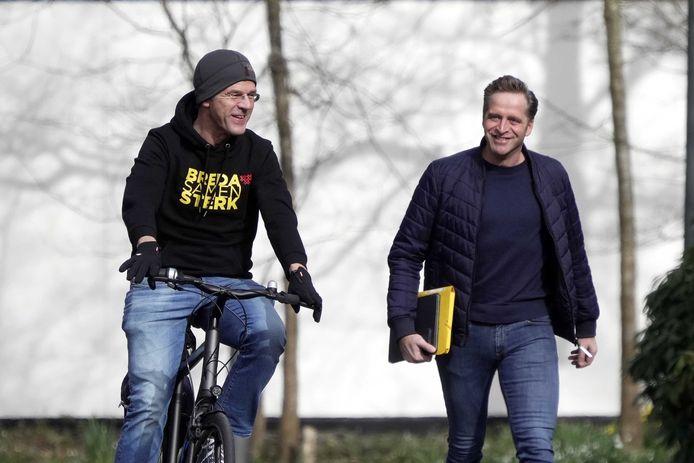 Premier Mark Rutte en Minister Hugo de Jonge arriveerden zaterdag bij het Catshuis voor overleg, waarbij Rutte zijn hoody met daarop de slogan 'Breda Samen Sterk' draagt.
