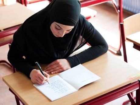 Jongeren helpen met de Nederlandse taal