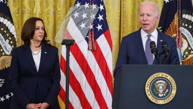 Joe Biden viert 300 miljoen prikken, maar dreigt wel zijn vaccindoel te missen