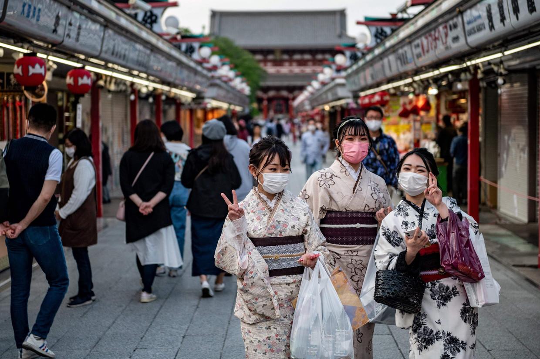 In Japan is het gebruik van mondkapjes wijdverbreid,maar met vaccins, en dan vooral de bijwerkingen, hebben hebben Japanners slechte ervaringen.