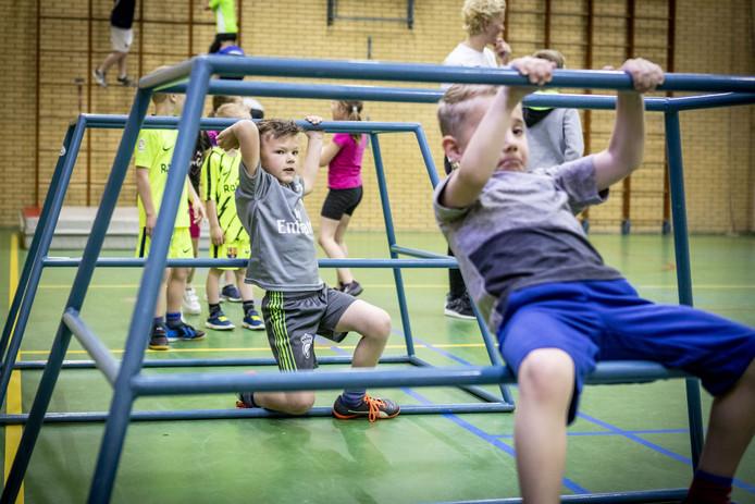 Freerunning wint de laatste jaren aan populariteit. In steeds meer plaatsen zijn lessen voor kinderen en volwassenen.
