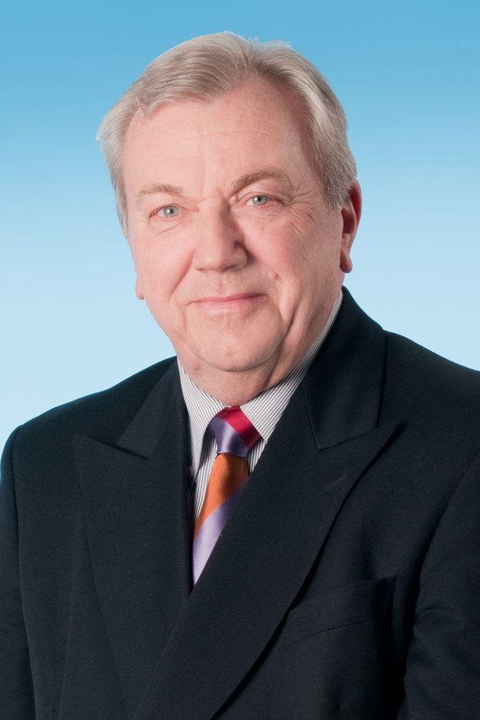 Hans Weevers vertrekt bij 50-Plus en gaat verder als Verenigde Senioren Partij in Apeldoorn.