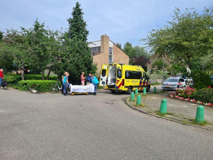 De vrouw is met de ambulance overgebracht naar het ziekenhuis.