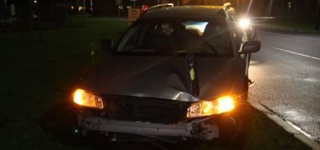 Automobilist richt ravage aan in Hellendoorn