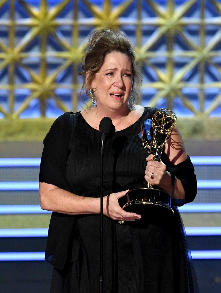 Actrice Ann Dowd wint de Emmy voor beste bijrol in een dramaserie. Ze speelt 'Aunt Lydia' in de serie. Beeld afp