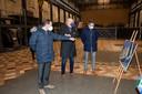 Minister Wouter Beke en burgemeesters Thomas Vints (Beringen) en Fons Verwimp (Tessenderlo) bezochten het vaccinatiecentrum op de site van be-MINE.