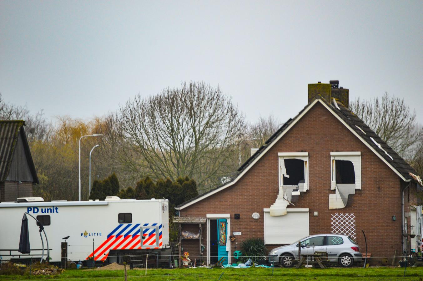 Politie doet onderzoek na fatale brand in Duiven.