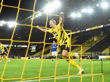 Dortmund wint derby overtuigend van Schalke, Lewandowski leidt met hattrick Frankfurt van Dost naar slachtbank