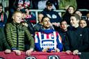 Sol volgt de wedstrijd bij AZ in 2017, in de periode dat hij vanwege het onderzoek naar teelbalkanker uit de roulatie was, in het uitvak, tussen de Willem II-supporters.