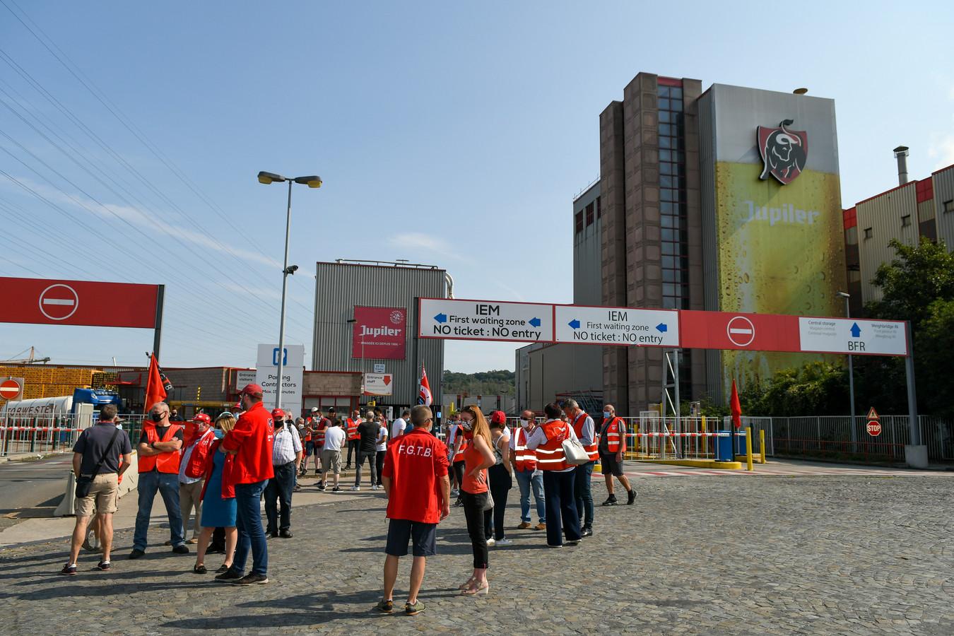 Beelden van een steunactie aan de brouwerij in Jupille maandag.