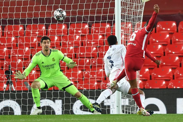 Real-doelman Thibaut Courtois in de Champions League-match tegen Liverpool. Beeld AFP