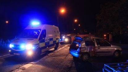 Jongeren crashen met wagen tegen verlichtingspaal na uitwijkmanoeuvre voor konijn