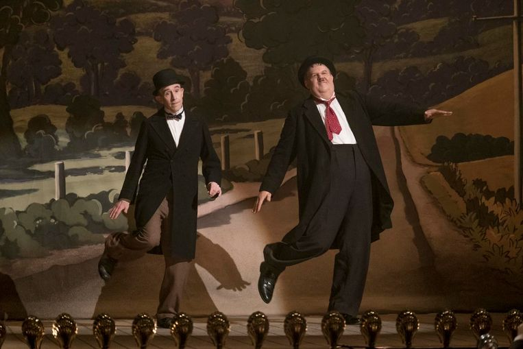 Steve Coogan (links) en John C. Reilly in Stan & Ollie.  Beeld