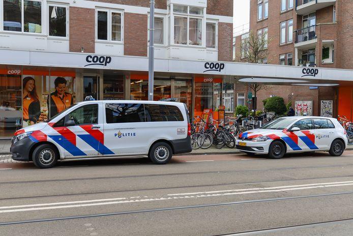 Een gewapende man overviel dinsdagmiddag de Coop aan de Nieuwe Binnenweg.