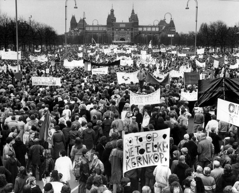 Massale vredesdemonstratie tegen kernwapens, Museumplein Amsterdam, 21 november 1981. Beeld Nationaal Archief/Collectie Spaarnestad/NFP